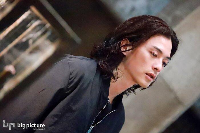 Kim Ji Hoon chính là 'Hoa của quỷ', bật sáng sau 18 năm debut với vai sát nhân khiến Knet ớn lạnh 31
