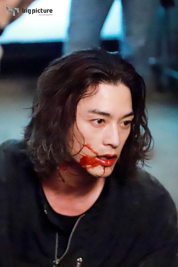Kim Ji Hoon chính là 'Hoa của quỷ', bật sáng sau 18 năm debut với vai sát nhân khiến Knet ớn lạnh 34