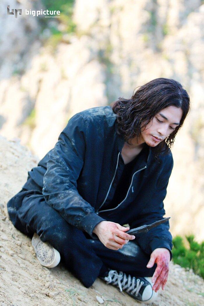 Kim Ji Hoon chính là 'Hoa của quỷ', bật sáng sau 18 năm debut với vai sát nhân khiến Knet ớn lạnh 44