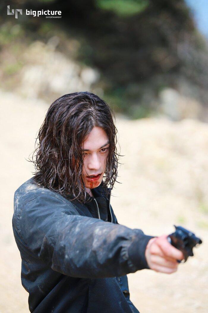 Kim Ji Hoon chính là 'Hoa của quỷ', bật sáng sau 18 năm debut với vai sát nhân khiến Knet ớn lạnh 50
