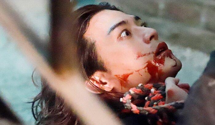 Kim Ji Hoon chính là 'Hoa của quỷ', bật sáng sau 18 năm debut với vai sát nhân khiến Knet ớn lạnh 52