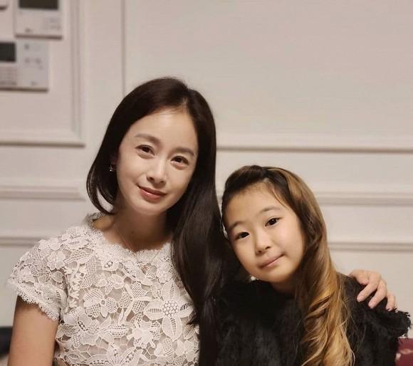 Bất ngờ với nhan sắc thật của Bi Rain - Kim Tae Hee trong tiệc thôi nôi con gái thứ 2, không hoàn hảo như lời đồn? 0