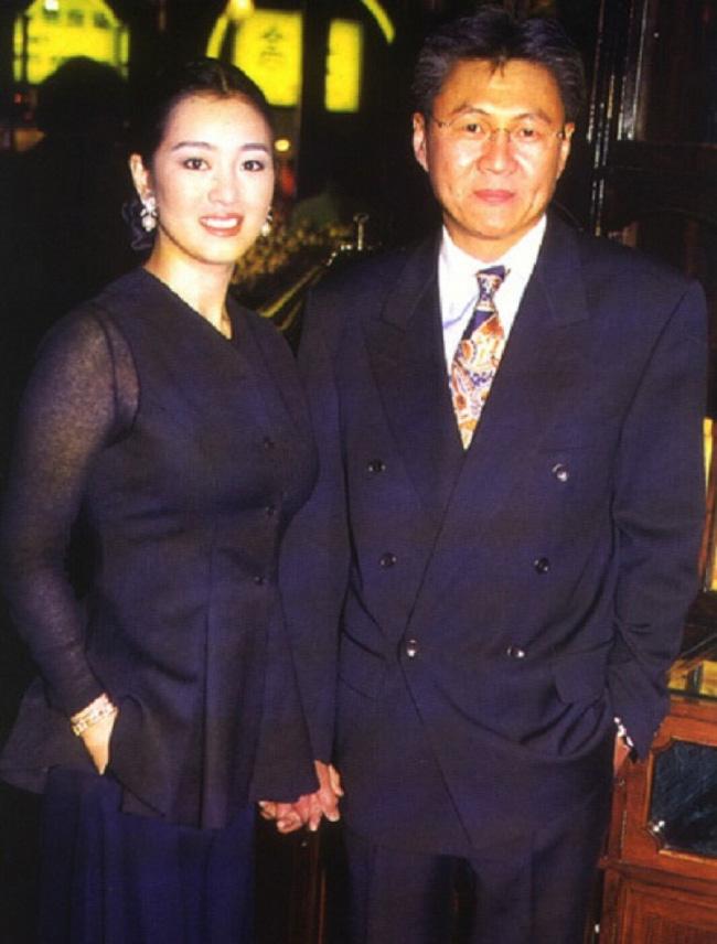 Cái kết của dàn mỹ nhân Hoa ngữ sau khi cùng đại gia 'chung hoạn nạn': Người hạnh phúc viên mãn, kẻ bị bỏ rơi rồi tự tử không thành 1