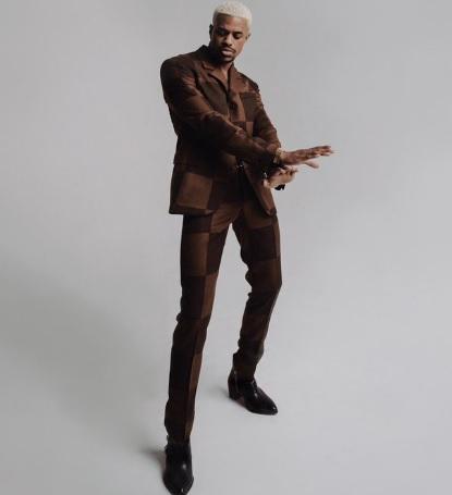 Nam diễn viên Jeremy Pope tự đăng hình diện đồ sang chảnh.