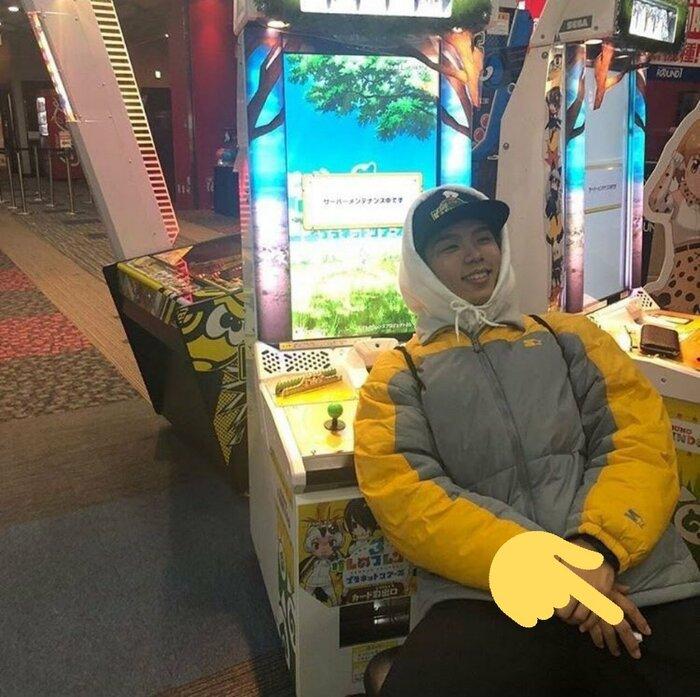 Hình ảnh được cho là đang sử dụng thuốc lá của Shotaro.