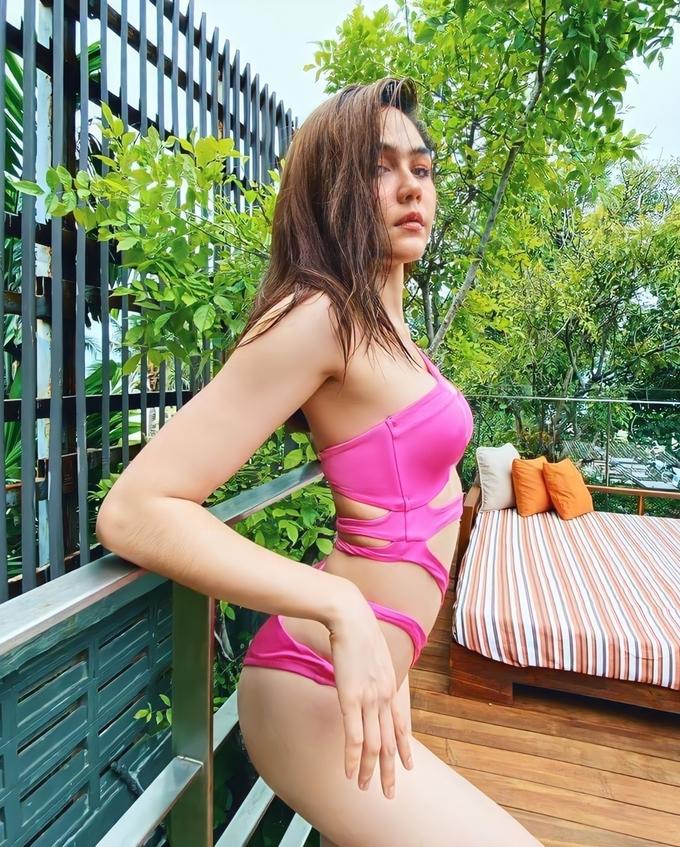 Gần 40 tuổi, bà mẹ 2 con đẹp nhất Thái Lan khoe đường cong đốt mắt với bikini táo bạo, Ngọc Trinh sao 'có cửa' trên cơ 4