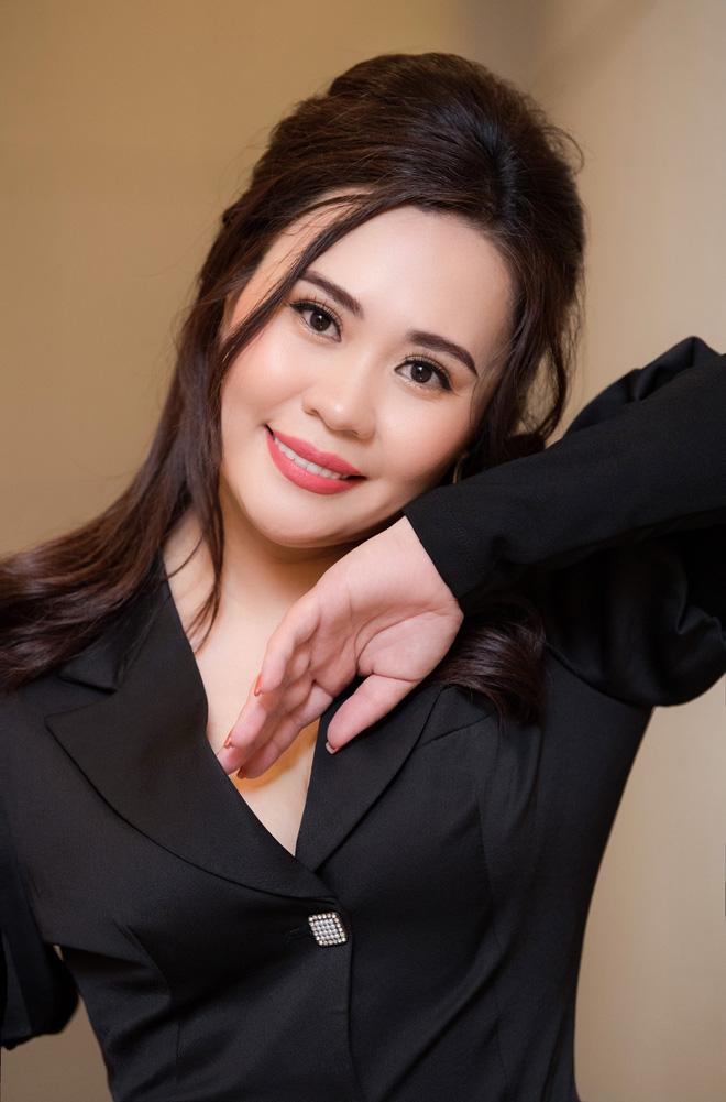 Sau thời gian ở ẩn, Kim Oanh được khen ngợi ngày càng trẻ đẹp hơn.