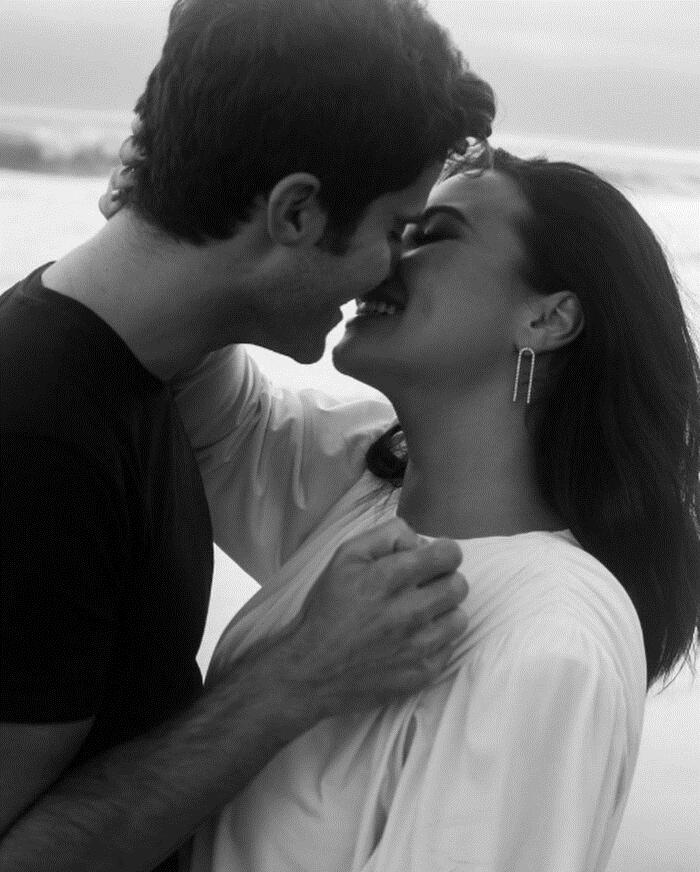 Demi Lovato chia tay bạn trai Max Ehrich sau 2 tháng đính hôn, Selena Gomez bất ngờ bị lôi vào cuộc 4