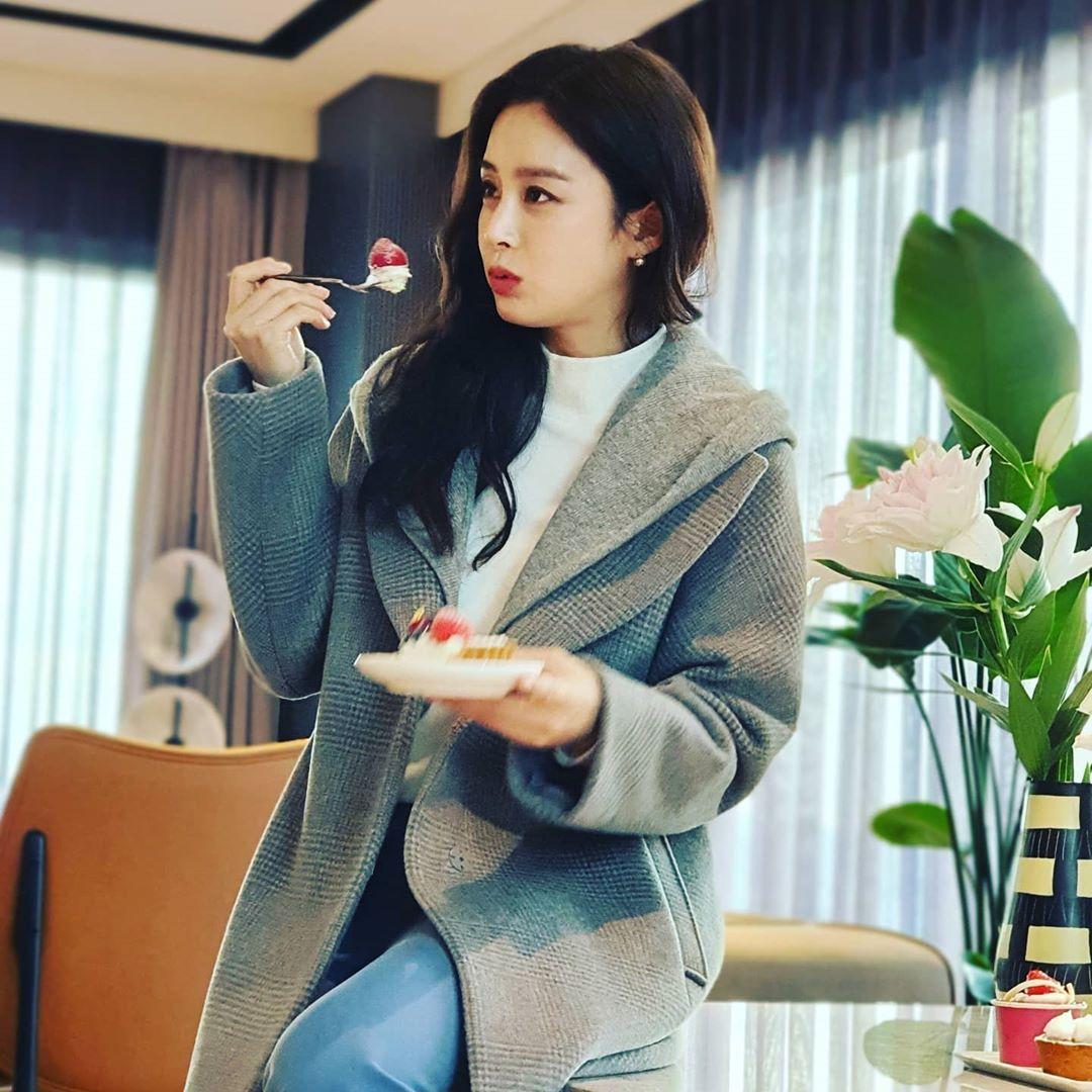 Động thái đầu tiên của Kim Tae Hee sau khi bị dân mạng chê nhan sắc 'lão hóa' ở tuổi 40 0