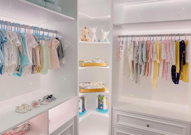 Không chỉ con gái cưng được Cường Đô La sắm hàng hiệu, Đàm Thu Trang cũng sở hữu bộ sưu tập 'khủng' chuẩn vợ đại gia 4