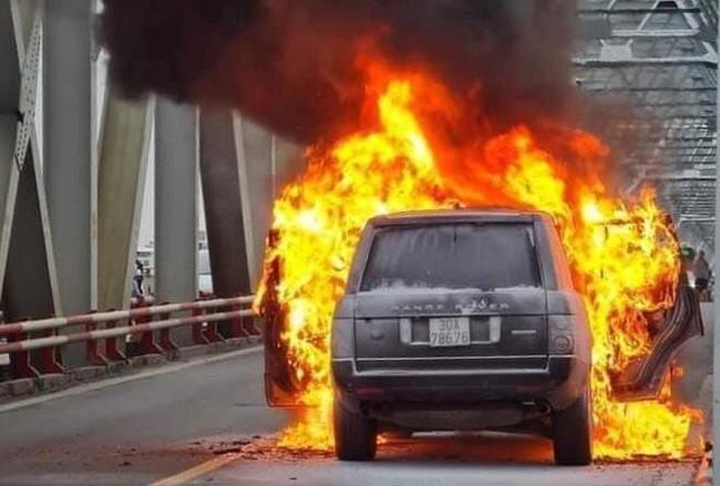 Chiếc xe bị cháy