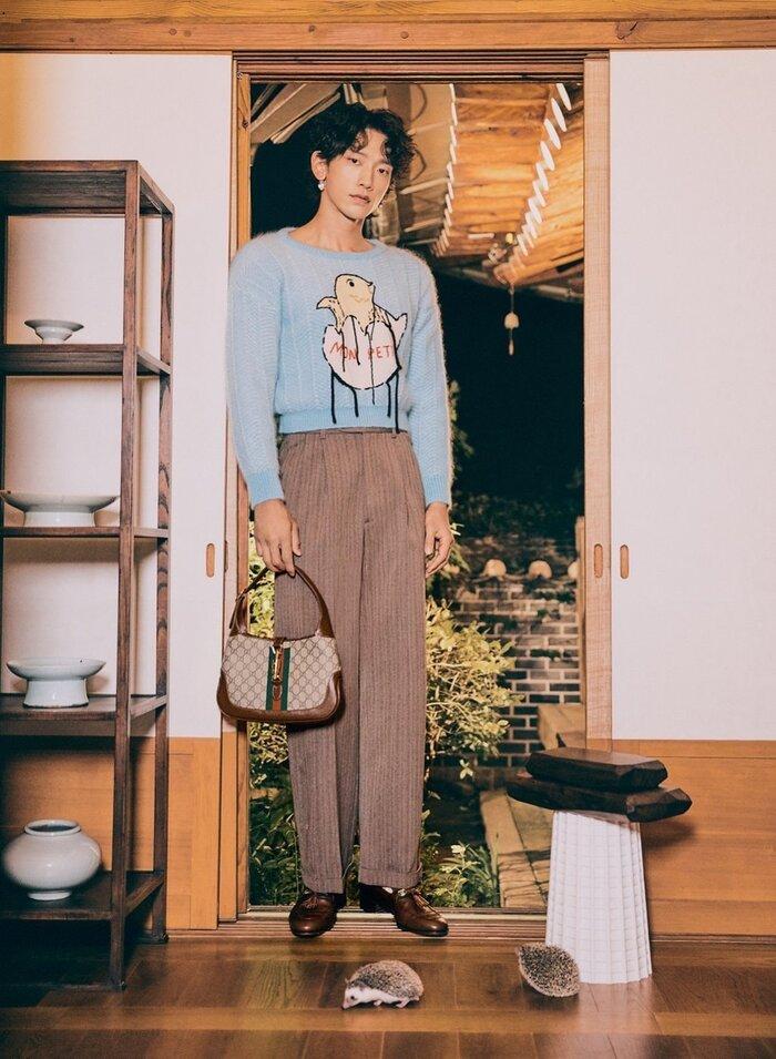 Set đồ phong cách Thu/Đông nhấn nhá với là mẫu túi mới nhất do Giám đốc Sáng tạo Alessandro Michele 'remake' lại trình làng trong BST Thu/Đông 2020