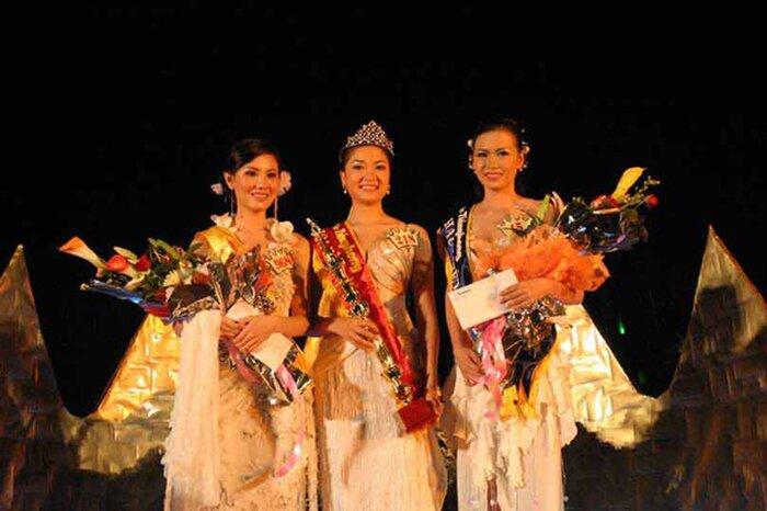 Hoa hậu Việt Nam 2004 - Nguyễn Thị Huyền trong đêm đăng quang.