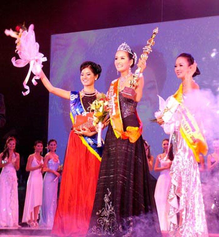 Hoa hậu Việt Nam 2006 - Mai Phương Thúy diện một chiếc váy cúp ngực dáng xòe trong đêm chung kết và đưa cô lên ngôi vị cao nhất năm đó.