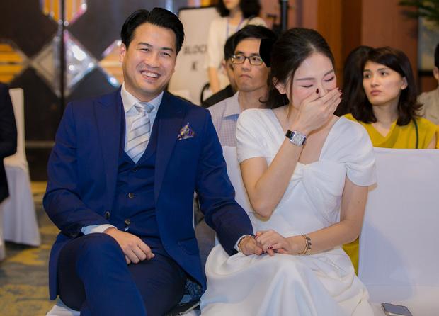 Đăng ảnh tình tứ nhưng Phillip Nguyễn lại khiến bạn gái Linh Rin lộ dấu vết lão hóa 1