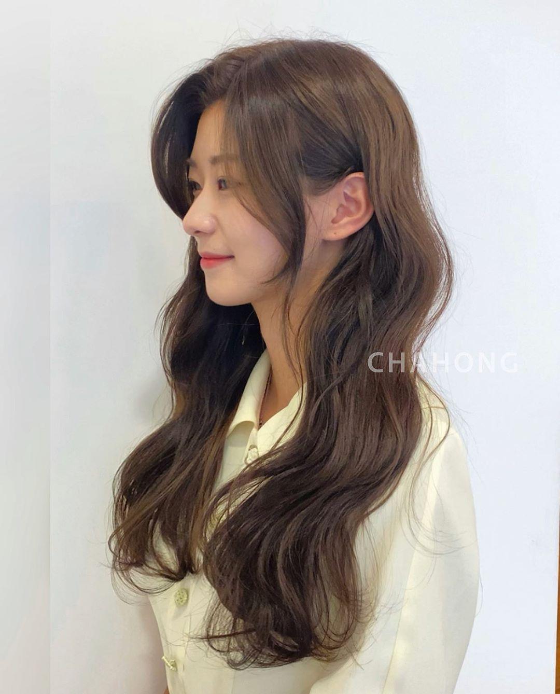 Kiểu tóc này không chỉ hợp với những nàng để tóc xoăn dài, mà ngay cả những nàng để tóc ngắn