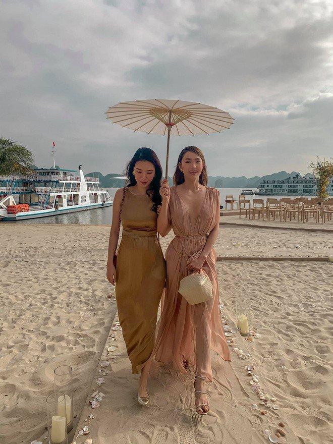 2 lần Minh Hằng diện váy phô diễn vòng 1 dự đám cưới: Bộ tại lễ cưới Đông Nhi nhìn nền nã hóa ra cũng có khoảnh khắc ''hú hồn'' 0