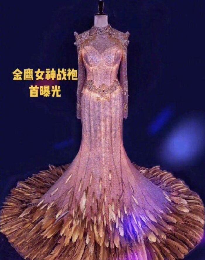 Trang phục nữ thần Kim Ưng được công bố càng khiến nhiều người tin rằng ngôi vị năm nay thuộc về Tống Thiến dù kết quả bình chọn chưa ngã ngũ.