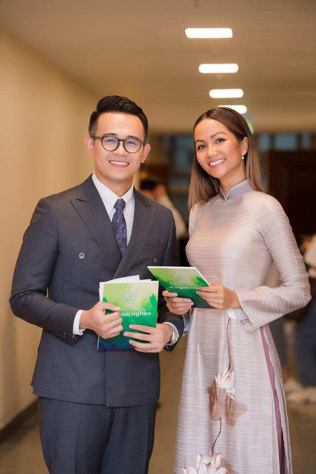 H'Hen Niê bị chê 'keo kiệt' khi từ thiện 50 triệu đồng, MC Đức Bảo lên tiếng bênh vực: 'Cô ấy xứng đáng được tôn trọng' 2