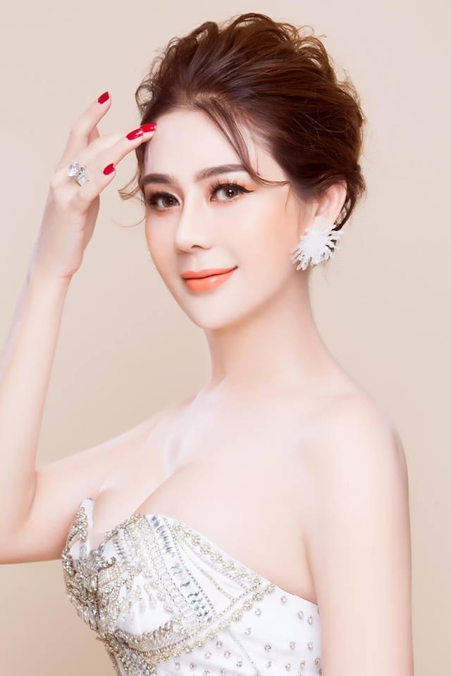 Sau khi chuyển đổi giới tính, Lâm Chí Khanh nhiều lần đổi nghệ danh và quyết định lấy tên là 'Công chúa' Lâm Khánh Chi. Không chỉ gây chú ý với đời tư đặc biệt, Lâm Khánh Chi còn là 'đại gia ngầm' của showbiz Việt.
