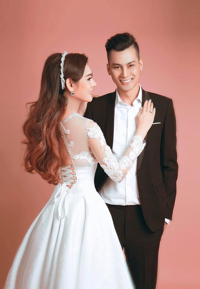 Năm 2017, Lâm Khánh Chi kết hôn với Nguyễn Phi Hùng. Ngay trong hôn lễ cô được mẹ chồng tặng 500 triệu đồng tiền mặt, 6 chiếc kiềng, 1 dây chuyền, 1 vòng tay lớn bằng vàng, 1 đôi bông tai kim cương và một căn hộ tại quận 4 có giá trị lên đến 7 tỉ đồng.
