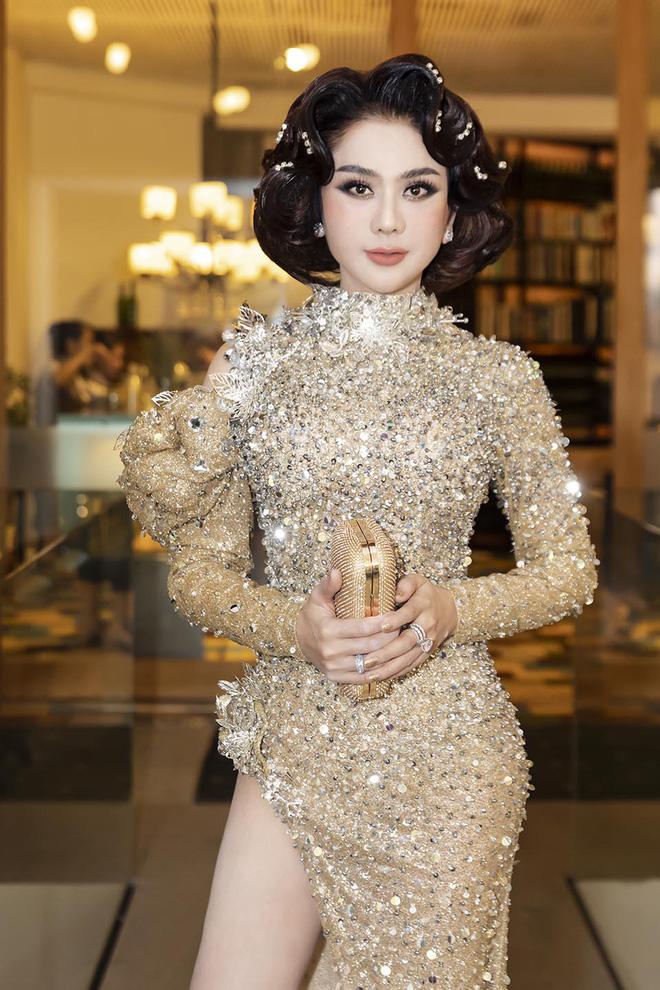 Thời điểm hiện tại, Lâm Khánh Chi vẫn chăm chỉ chạy show và kinh doanh online. Tuy không phô trương nhưng rõ ràng Lâm Khánh Chi không thua kém bất cứ ngôi sao nào showbiz Việt về độ giàu có.