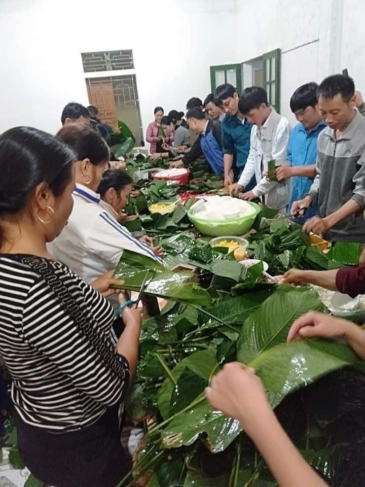 Người dân Nghệ An trắng đêm nấu bánh chưng gửi vào vùng lũ 1