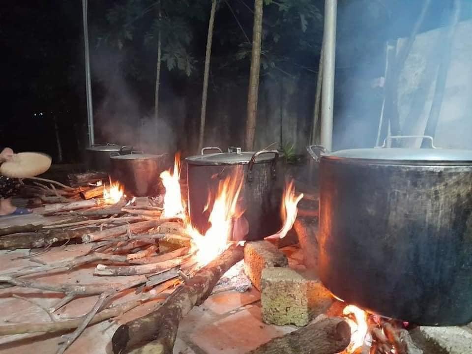 Người dân Nghệ An trắng đêm nấu bánh chưng gửi vào vùng lũ 2