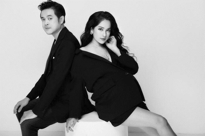 Dương Khắc Linh và Sara Lưu chính thức lên thiên chức bố mẹ vào hôm nay (21/10). Hiện tại, vợ chồng nam nhạc sĩ vẫn chưa công khai diện mạo các con