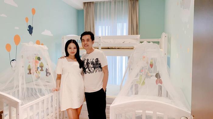 Vợ chồng Dương Khắc Linh hé lộ căn phòng cực đáng yêu được chuẩn bị riêng cho 2 nhóc tì