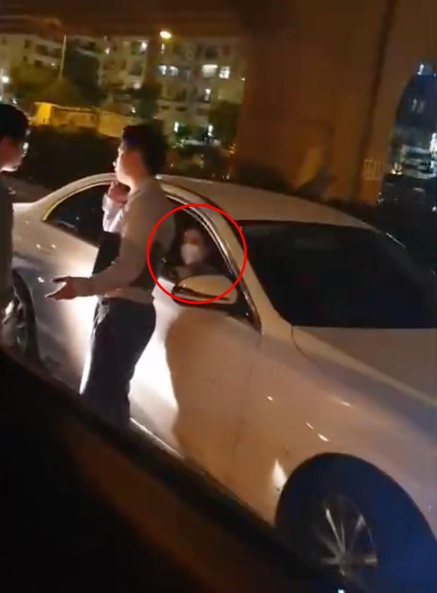 Cô gái bị phát hiện ngồi trên xe của Trọng Hưng