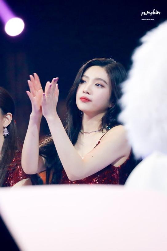 Joy (Red Velvet) bị tố bắt nạt Lisa (Blackpink) sau scandal Irene, dân mạng: 'Thô lỗ chẳng kém nhau!' 4