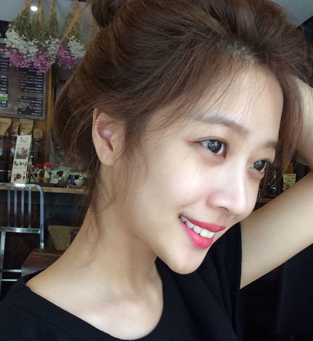 'Ngọc nữ' của Lee Dong Wook: Từng béo tròn nhưng cuối cùng vẫn thon thả gợi cảm nhờ duy trì uống 1 loại nước mỗi tối và 6 tip giữ dáng hiệu nghiệm 4