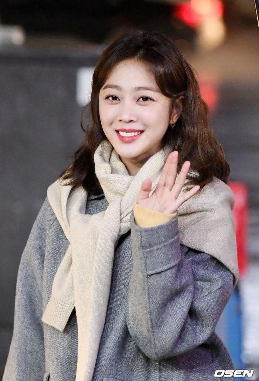 Jo Bo Ah luôn xinh đẹp trong mọi khung hình dù chỉ make up nhẹ nhàng hay là những khi lên bìa tạp chí.