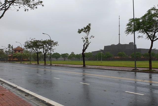 Đường Lê Duẩn thành phố Huế sau khi bão đi qua.