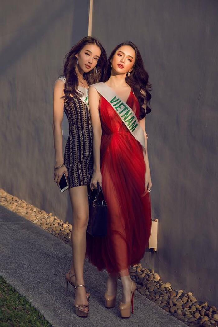 Hoa hậu Việt diện váy mỏng tang ở đấu trường quốc tế, Hương Giang có tận 2 cực phẩm 1