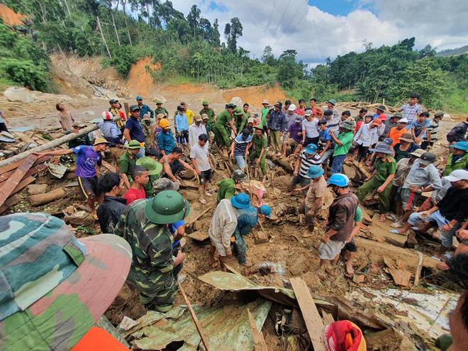 Bão, lũ liên tục gây thiệt hại nặng nề cho miền Trung. Vụ sạt lở Trà Leng, huyện Nam Trà My, tỉnh Quảng Nam, hiện vẫn đang khiến 14 người mất tích.