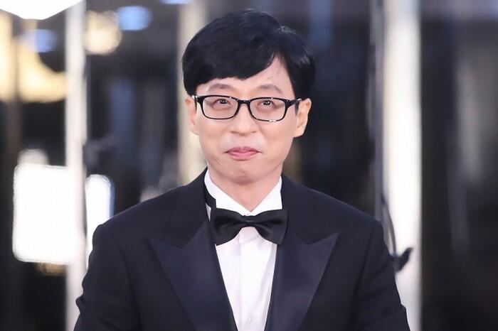 'MC quốc dân' Yoo Jae Suk đã nhận được 8,6% phiếu bầu, anh đã chứng tỏ sự nổi tiếng của mình bằng cách duy trì vị trí số 1 trong 3 năm liên tiếp.
