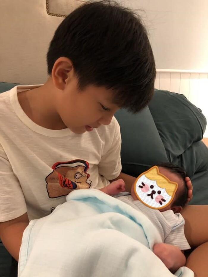 Chưa đầy tháng, Hà Hồ đã chi tiền tỷ cho Leon và Lisa, gần bằng 2 năm học phí của Subeo 8