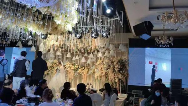 Hình ảnh đám cưới khiến quan khách xúc động.