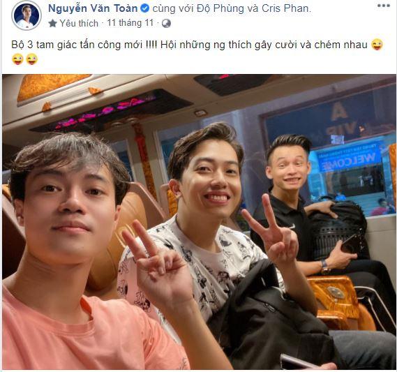 Văn Toàn khoe ảnh cùng Cris Phan và Độ Mixi sau trận bóng từ thiện.