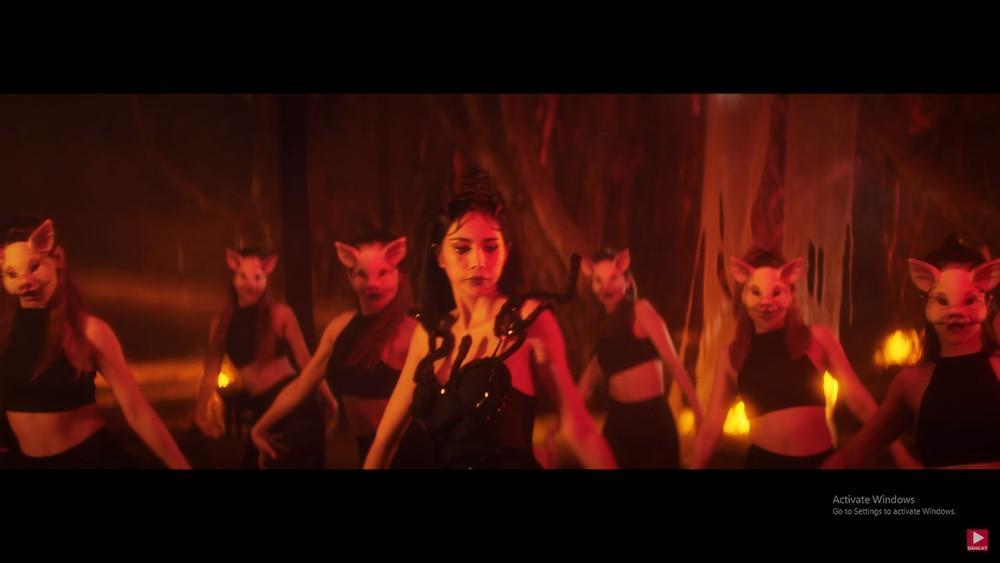 Thủy Tiên khoe trọn cơ thể trong MV mới, 'hot girl chuyển giới' Linda bất ngờ xuất hiện chiếm spotlight 9