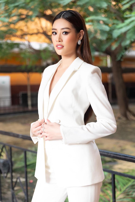 Khánh Vân bất ngờ cắt tóc ngắn, fan khen ngợi nhưng tiếc style mái dài phù hợp thi Miss Universe 4