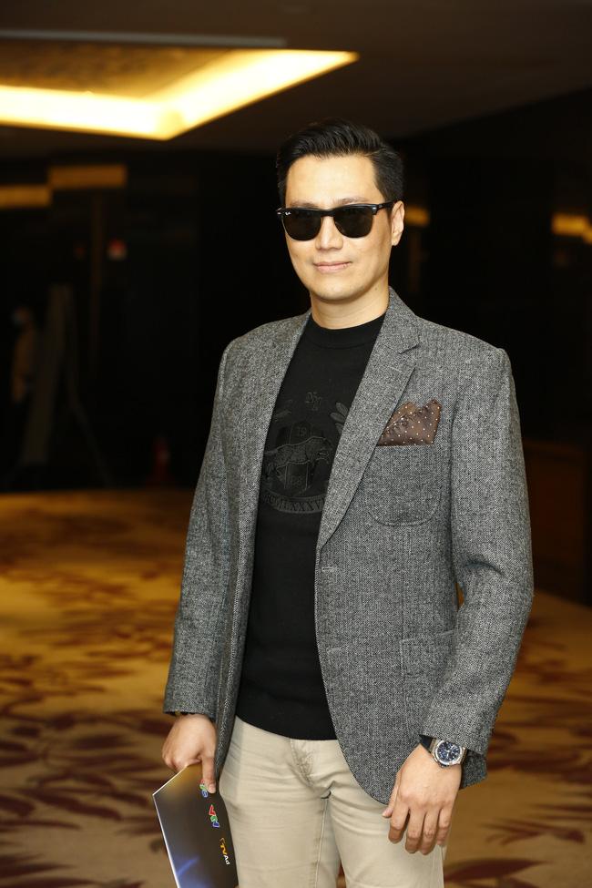 Việt Anh cũng góp mặt trong họp báo. Anh vào vai một chàng trai giàu có phải lòng nữ chính Lương Thu Trang.