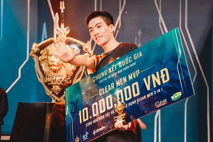 XB là ngôi sao sáng giá của ngày thi đấu hôm nay khi sở hữu danh hiệu MVP và nhận 10 triệu đồng tiền thưởng.