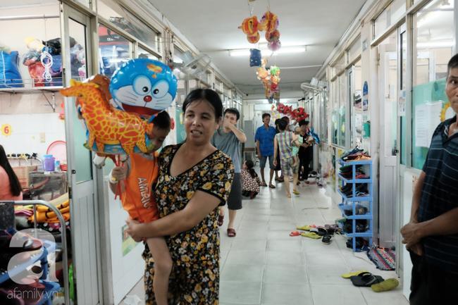 Nhiều trẻ ở khoa Nhi vẫn còn phải ở lại viện điều trị bệnh