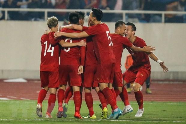 Cầu thủ Việt Nam ăn mừng sau bàn thắng mở tỷ số của Tiến Linh ở phút 44 trong trận gặp UAE tại vòng loại World Cup. (Ảnh: Trọng Đạt/TTXVN)