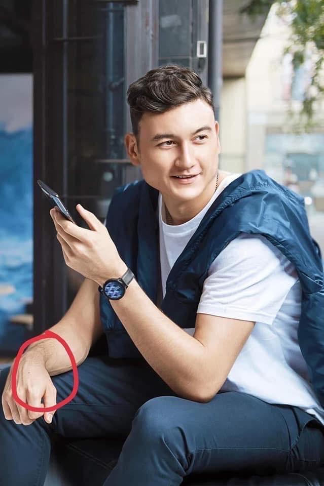 Nốt ruồi trên tay Lâm Tây với tay chàng trai trong bức ảnh nóng khá giống nhau.