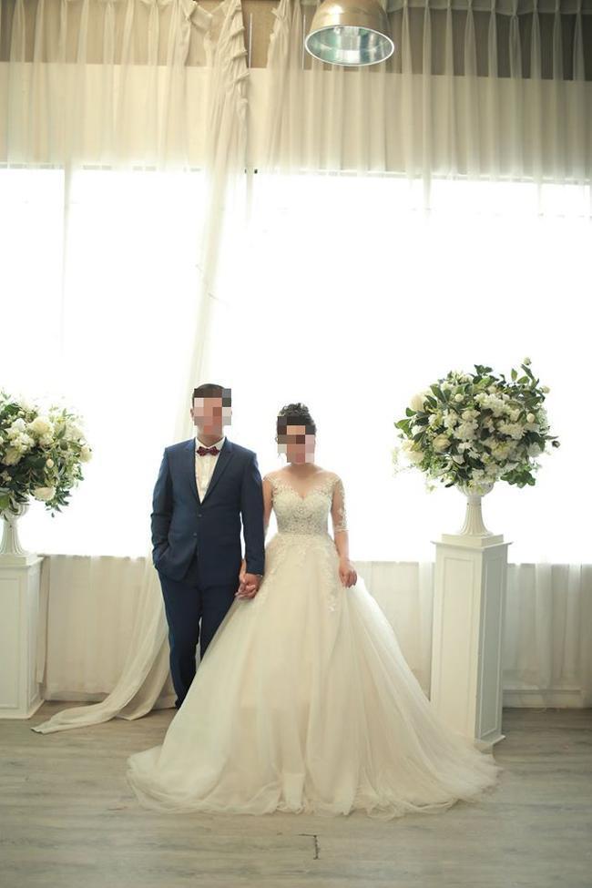 Tấm ảnh cưới của cô gái