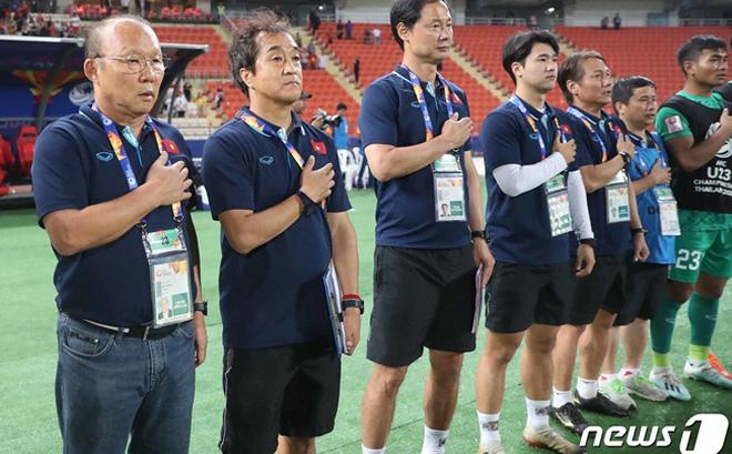 Truyền hình Hàn Quốc sửng sốt trước cách fan Việt chào đón thầy trò HLV Park Hang-seo 0